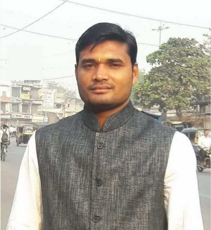 This small-time entrepreneur has helped over 700 poor children get admission in reputed schools using RTE Act