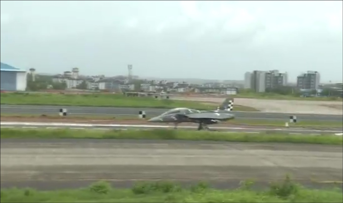 Naval LCA Tejas makes successful 'arrested landing' at Goa facility
