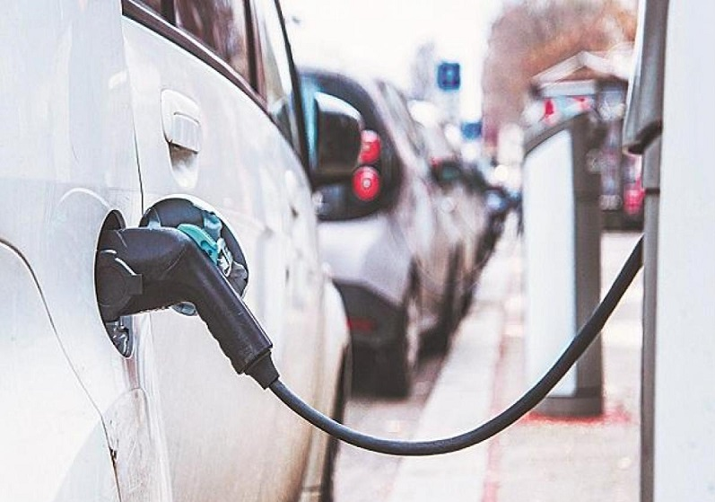 Niti Aayog releases handbook for EV charging infra implementation