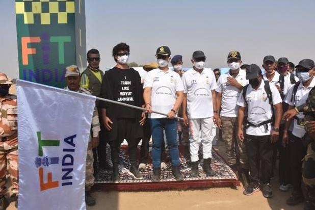 खेल मंत्री किरेन रिजिजू ने 'फिट इंडिया वॉकथॉन' को झंडी दिखाकर किया रवाना, फिल्म अभिनेता विद्युत जामवाल भी रहे मौजूद