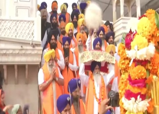 Prakash Parv: Golden Temple decorated with flowers
