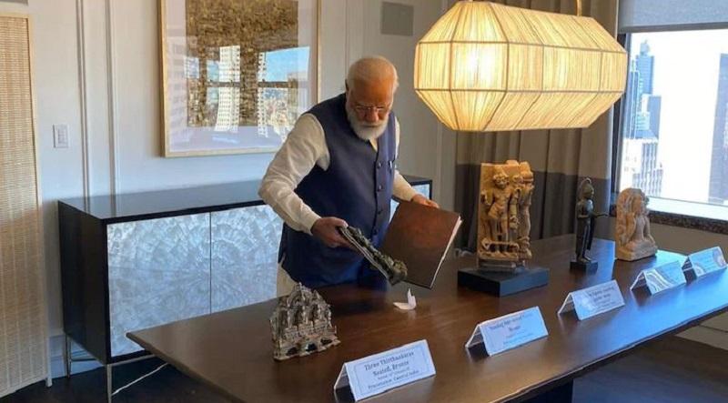 US hands over 157 artefacts & antiquities to India