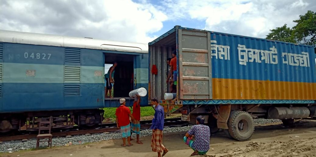 Parcel train with 468 tonnes of cotton yarn from India reaches Bangladesh