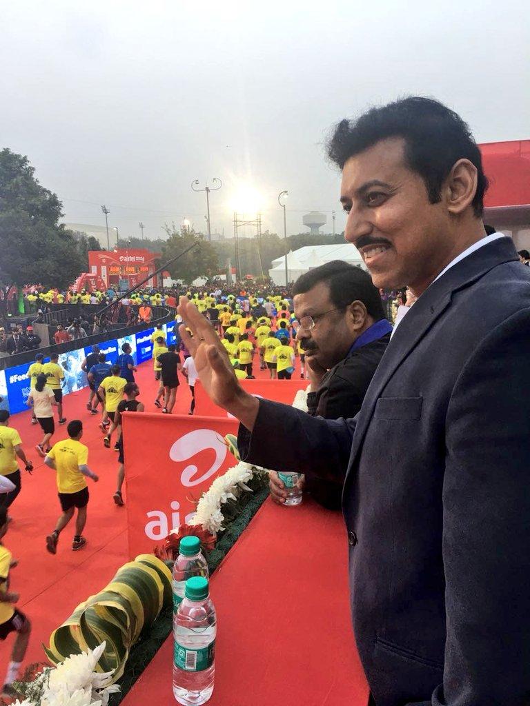 Sports Minister flags off Delhi Half Marathon