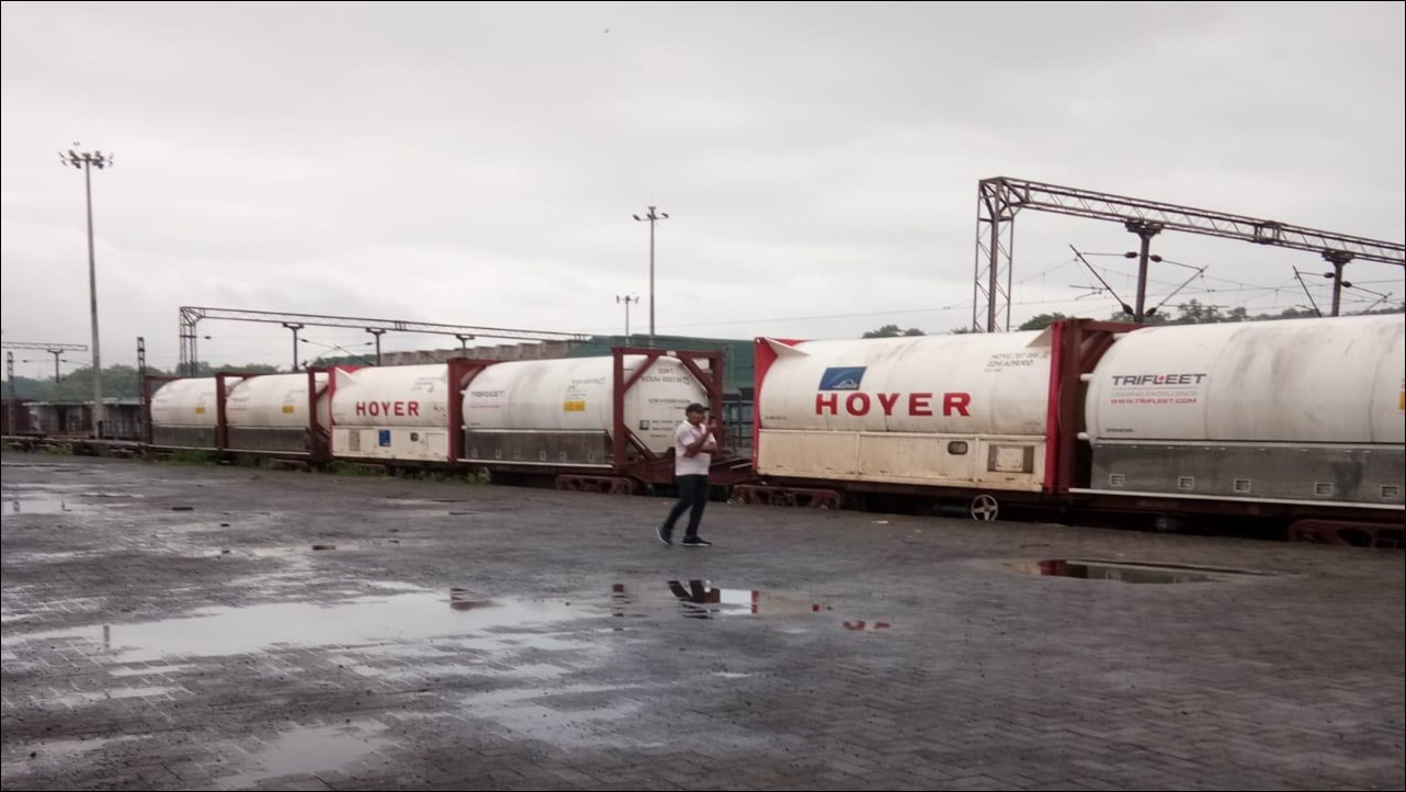 Indian Railways' Oxygen Express transports 200 MT Liquid Medical Oxygen (LMO) to Bangladesh