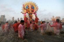 Maharashtra: Devotees bid adieu to Lord Ganesha, immersions begin