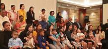 फिलीपींस: राष्ट्रपति कोविंद ने भारत में यकृत प्रतिरोपण कराने वाले शिशुओं के परिजनों से बातचीत की