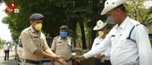 ग्राउंड ज़ीरो रिपोर्ट: रायपुर में पुलिसकर्मियों ने प्लास्टिक के डंडे को बनाया सैनेटाइज़र गन