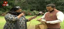 Ayurvedic doctor distributes immunity booster kit to corona warriors in Bengaluru