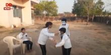 मूक बधिर छात्र - छात्राओं द्वारा नाटक से लोगों को किया जा रहा है जागरुक
